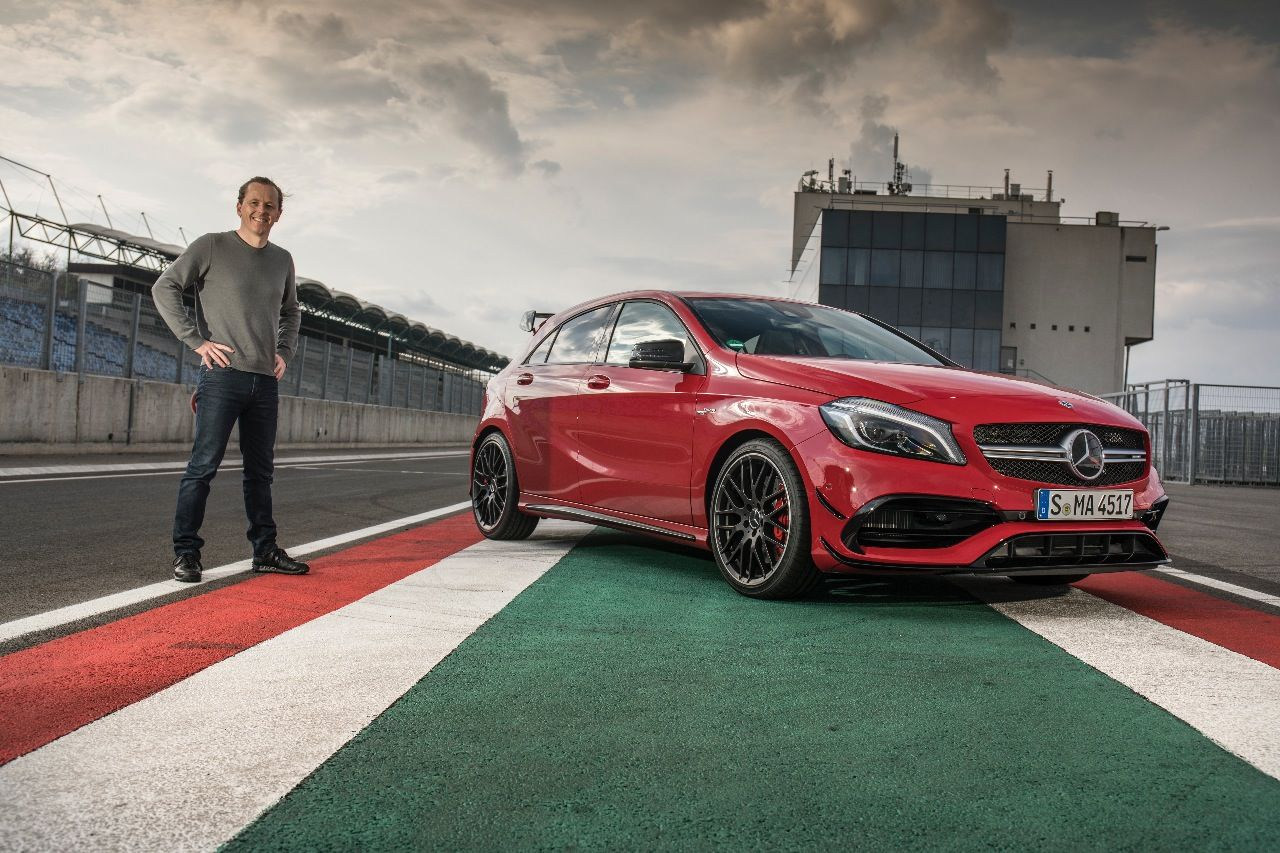 Der Autor mit dem Mercedes A 45 AMG 4MATIC (381 PS, ab 58.733,50 Euro) am Hungaroring.