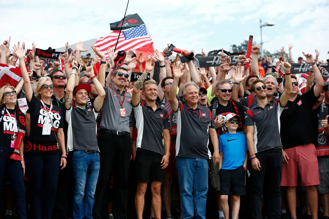 Bring your Family: Gene Haas, Günther Steiner & Fans.