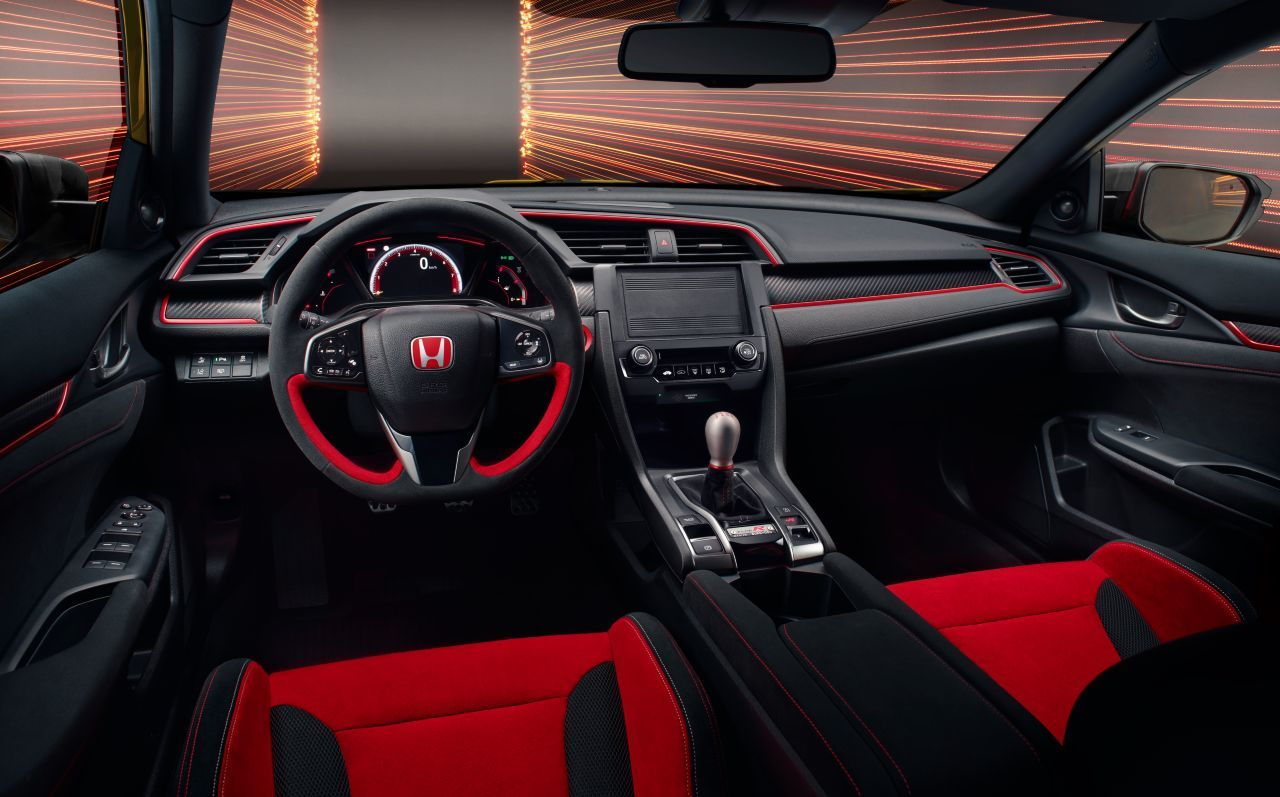 Die Leichtigkeit des Seins: Zugunsten der Rennstrecken-Performance sind Air Condition & Entertainment-System weggelassen worden in der Limited Edition des Honda Civic Type R.